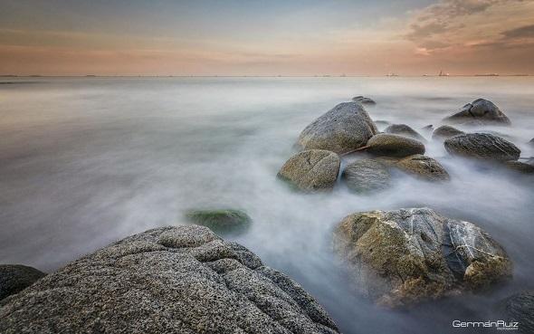Water-Against-Rocks