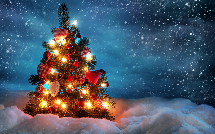Shining-Christmas-Tree Awesome Christmas Desktop Backgrounds