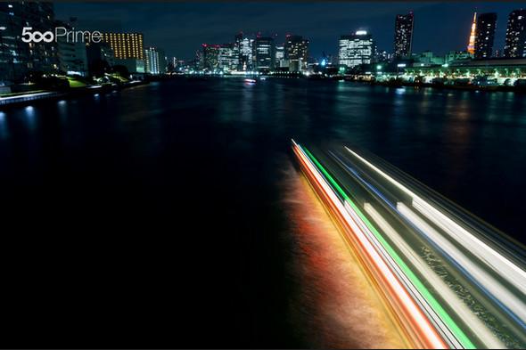 Ship-Passing-Through-the-Sumida-River-Tokyo