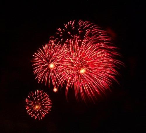 Fireworks_4_by_syrenemyst
