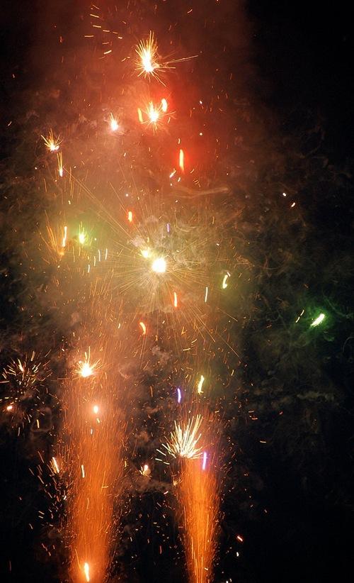 fireworks_v____by_time_warriord1ig1wk